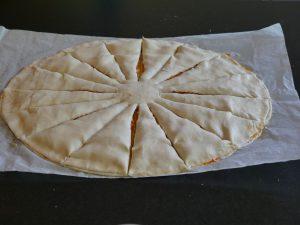 Découpez la pâte en 24 rayons