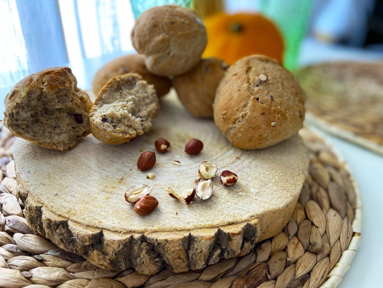 Photo pour accompagner la recette de pains aux noisettes afin de décrire la recette